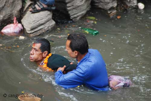 Being humane, a person save another being drowned